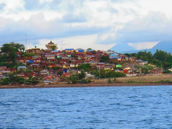 Living Colours Dive Resort: view of Manado from boat ride