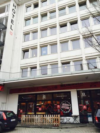 MEININGER Hotel München City Center: Hotel Strassenansicht