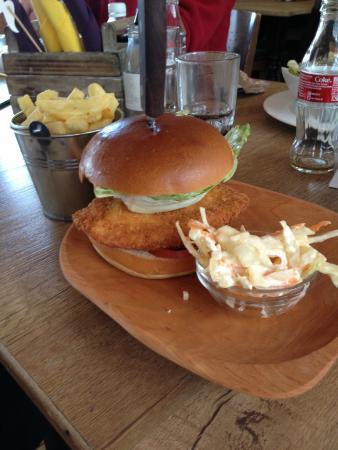 Radius 7: Chicken Burger with chips & coleslaw