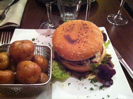 Le burger picture of le bouche a oreille paris for Le bouche a bouche