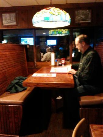 Charlie Horse Restaurant: table