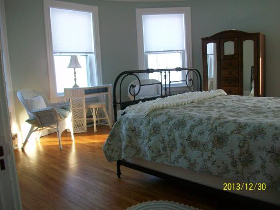 Rouses Point, NY: One of the bedrooms - this one has the best view of the lake