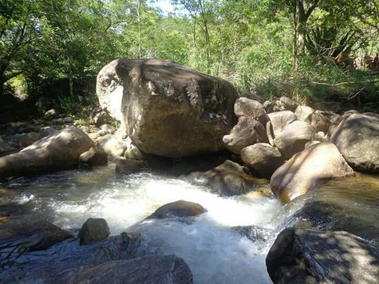Conceicao De Macabu: Cachoeira amorosa