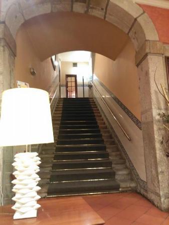 Hotel Internacional: Escadaria da entrada do Lobby do Hotel. Muito bonito