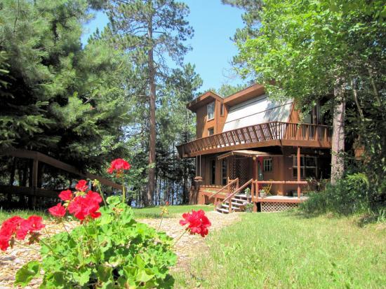 Wintergreen Dogsled Lodge : Wintergreen Lodge summer
