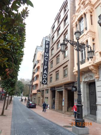 NH Oviedo Principado: Rua Hotel