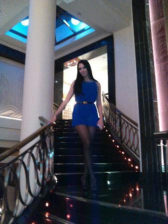 Corinthia Hotel St. Petersburg: В холле красивая подсветка