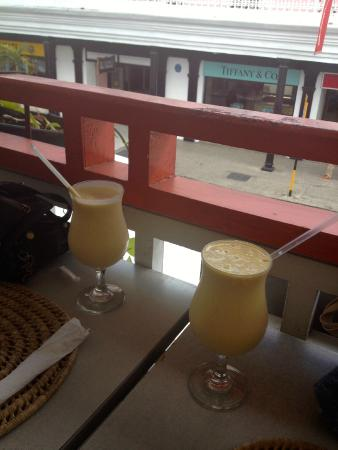Ryanne's Restaurant and Bar: mango milkshakes