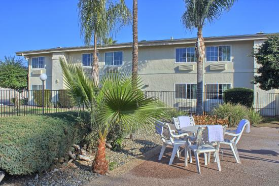 Motel 6 Merced: Outdoor Pool Area