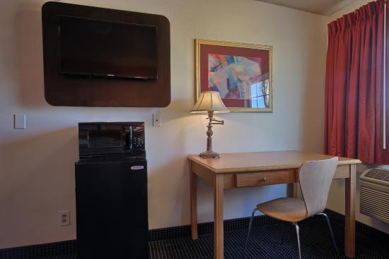 Motel 6 Merced: Work Area/Media Center