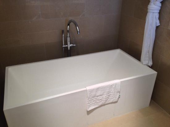 The Ritz-Carlton Herzliya: Soaking tub