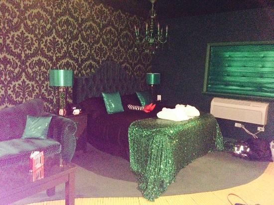 The Roxbury Contemporary Catskill Lodging Wizard Of Oz Themed Room