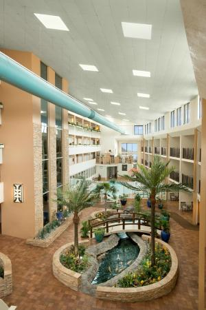 Quality Inn Oceanfront: View of the Atrium