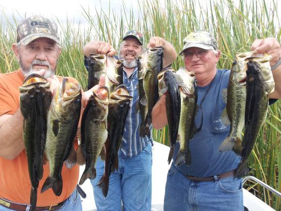 Ocala boys hittin 39 bass fotograf a de lake toho fishing for Lake toho fishing guides