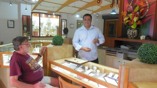 Tahia Exquisite Tahitian Pearls Moorea: Inside the Moorea store