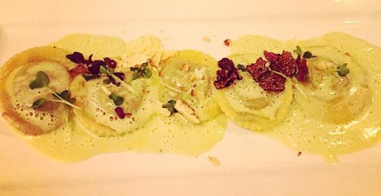 Restaurant 5 Signori: Hausgemachte Ravioli mit Schwarzem Trüffel, Kartoffel und Portwein Lauch Sauce!