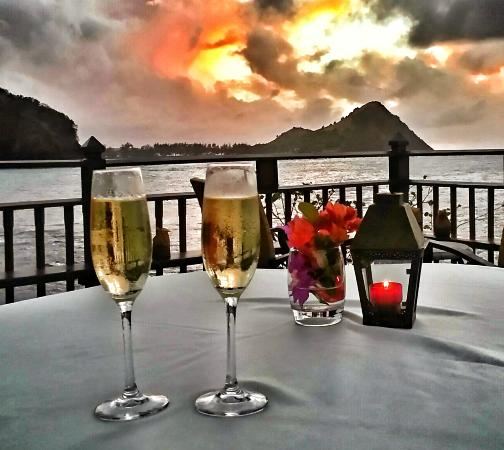 Cap Estate, เซนต์ลูเซีย: Sunset on rock cliff with champagne via zip line. So romantic
