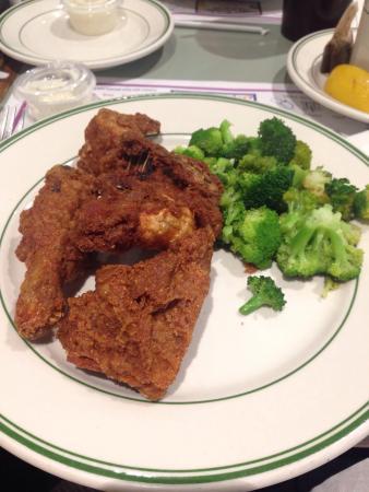 Tally-Ho Restaurant: Honey dipped chicken!