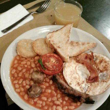 English breakfast picture of ostello bello milan for Ostello bello brunch