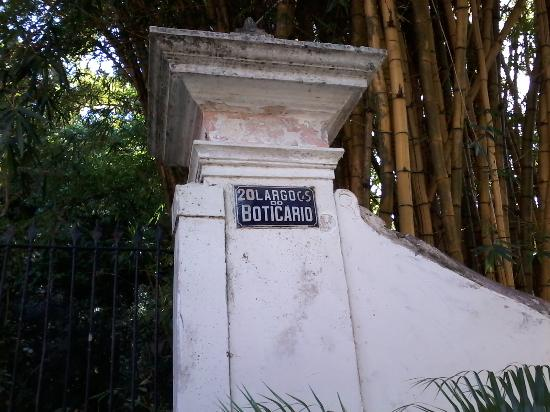 Boticario Square: Pichações no local que devia ser preservado.