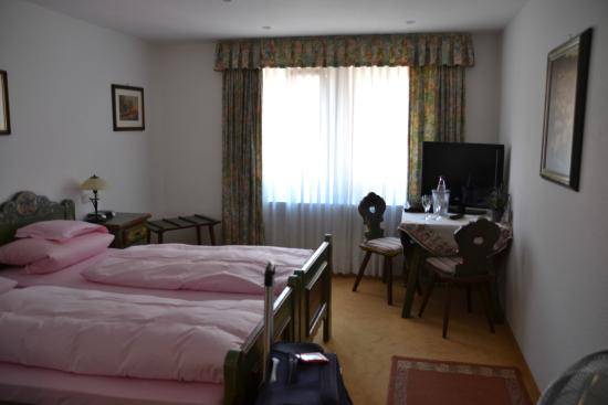Tilman Riemenschneider Hotel: The main room with 2 beds, TV, etc.