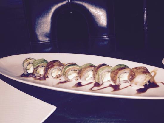 Osaka: Tofu avocado roll