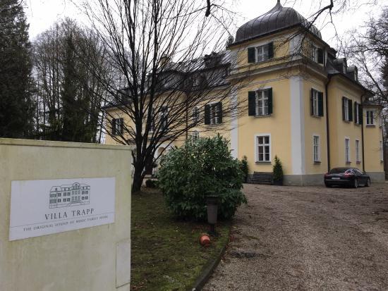 Villa Trapp: Einfahrt