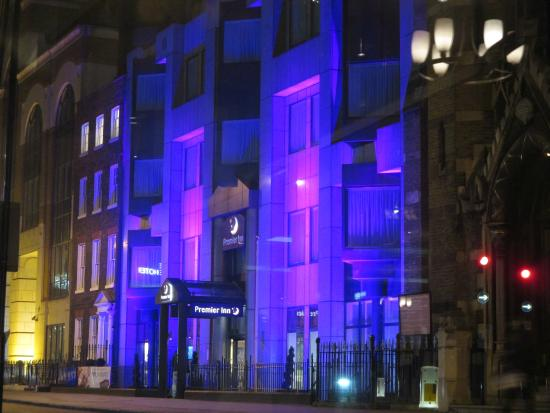 Premier Inn London City (Tower Hill) Hotel : Easy to find at night