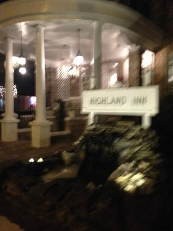 The Highland Inn: My blurry photo of the outside entrance which was really lovely.
