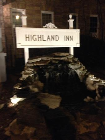 The Highland Inn: Lovely waterfall.