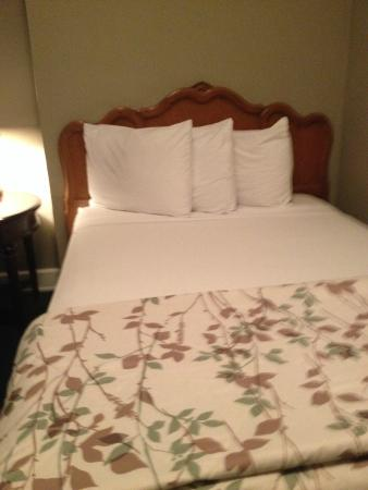 The Highland Inn: Our bed on the other side of the room.