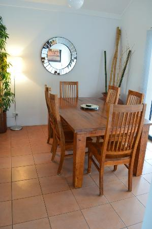Outrigger Bay Apartments: 3 bedroom dining