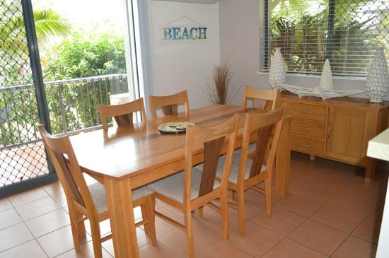 Outrigger Bay Apartments: 2 bedroom dining area