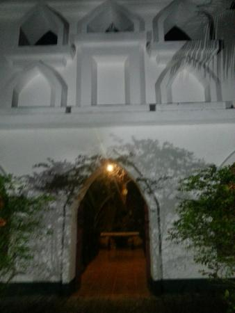 Hotel Villa Lapas : There is a rustic church