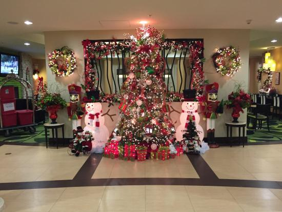 Fairfield Inn & Suites Elkin Jonesville: Lobby decorations!