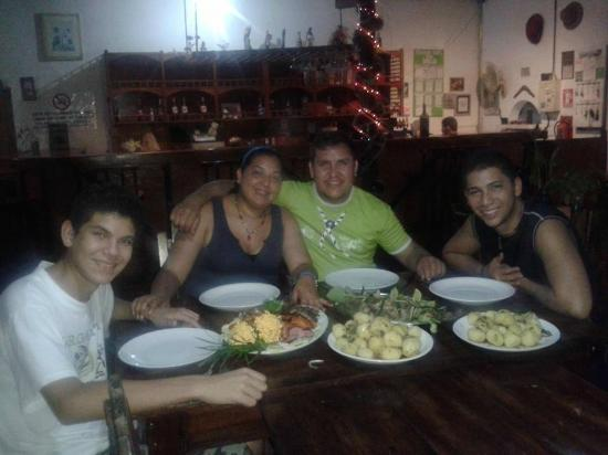 Hotel Patrick: Cena en Familia