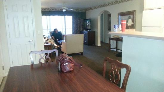Suites at Fall Creek: Dining room