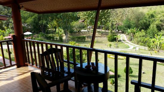 Ban Rai Tin Thai Ngarm Eco Lodge : Вид с террасы