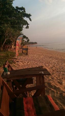 Khum Laanta Resort: Beach bar Lek's