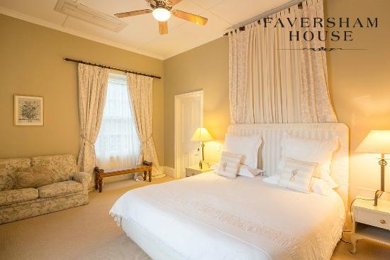 Faversham House York: Pepper tree, Premier mansion ensuite room