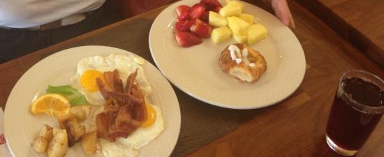 Hilton Garden Inn Williamsburg : Breakfast