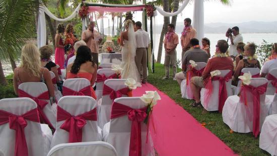 La Paloma Oceanfront Retreat: Wedding ceremony
