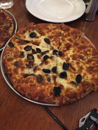 Sammy's Trattoria Bar and Pizzeria: Garlic Pizza With olives & Anchovies