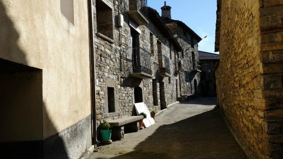 O Chardinet d'a Formiga: Walkway to door of B & B.