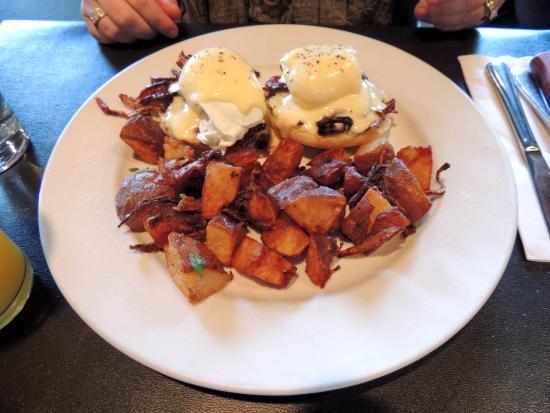 Heron Rock Bistro: Eggs Benedict