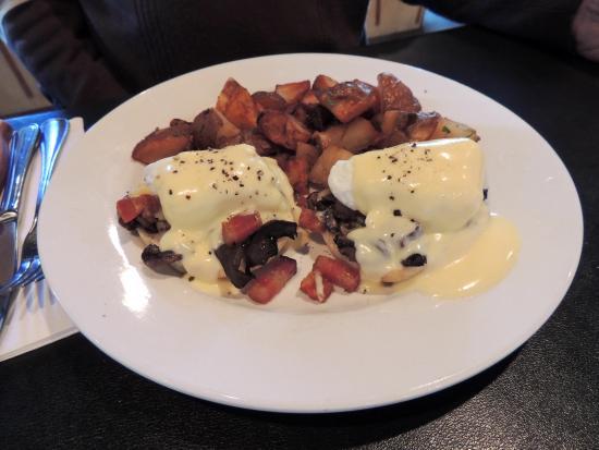 Heron Rock Bistro: Eggs Benny