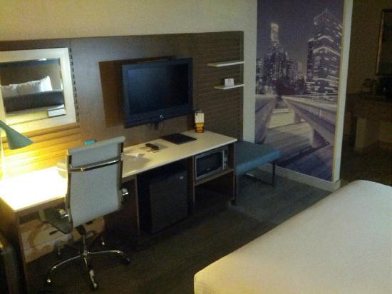 BLVD Hotel: The desk