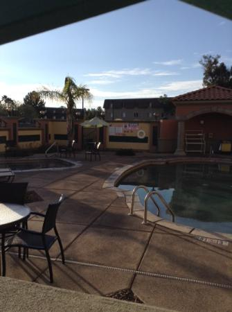 Holiday Inn Express Hotel & Suites Tucson Mall : pool and hot tub