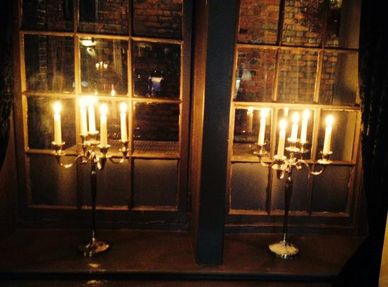 West Malling, UK: candle lit evenings make a great visit to Joiners arms
