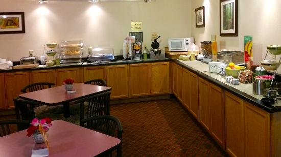 Quality Inn & Suites Redwood Coast: Another View of Breakfast Room